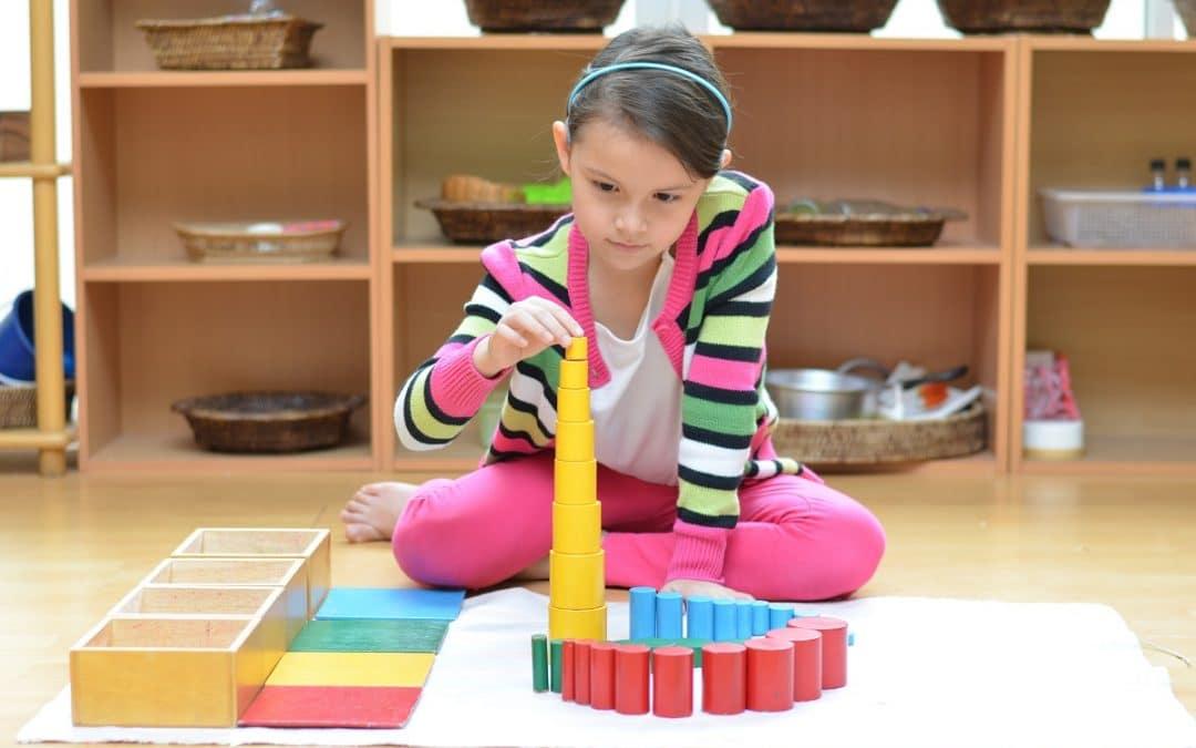 Aider au développement de l'enfant avec la pédagogie Montessori