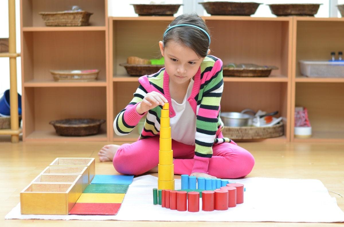 Activité Montessori pour le développement de l'enfant