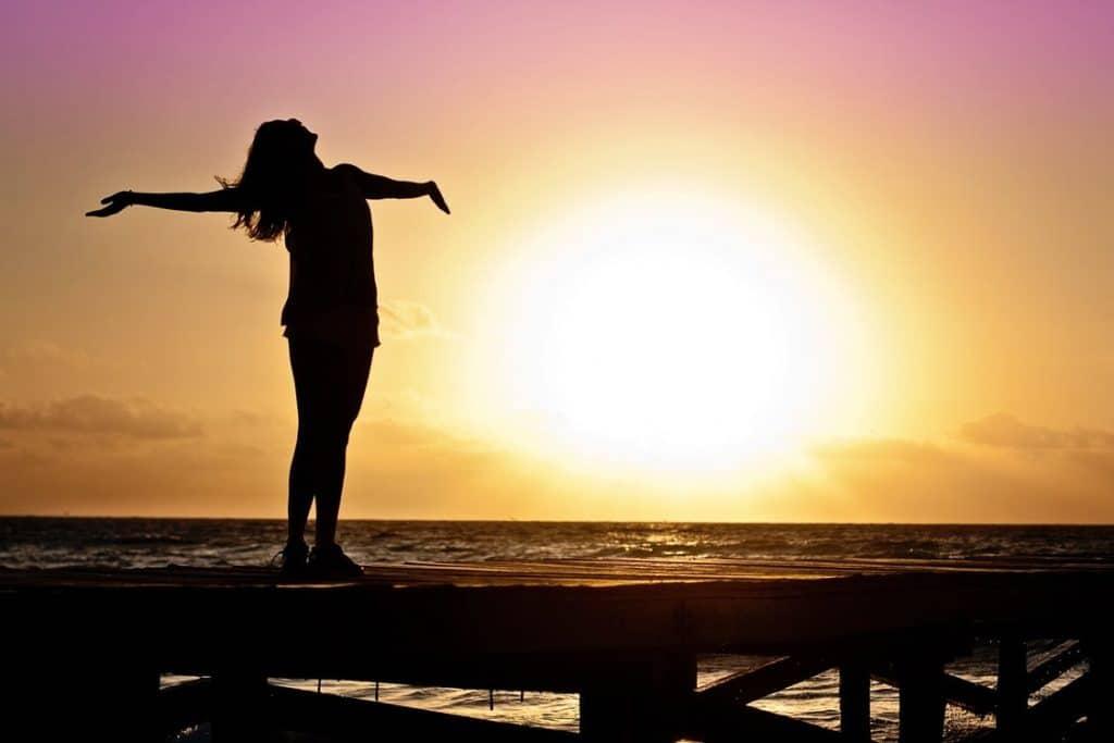 être heureux et satisfait